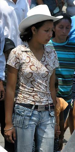 Pretty woman in parade for San Isidro - Mujer bonita en la Procesión de San Isidro, Jinotega, Nicaragua