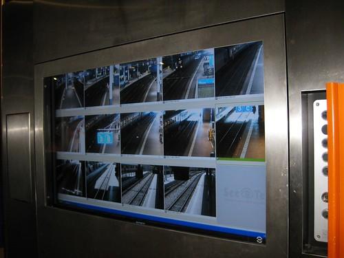Monitore im Bahnhof Bern