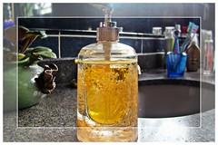 Soap (taniapimentel) Tags: brazil house home brasil bathroom casa soap fdsflickrtoys bath cosmetics brasileiro banheiro tania banho sabo sabonete pimentel cosmticos higiene higienepessoal sonydsch50 sonyh50 taniapimentel tpimentel