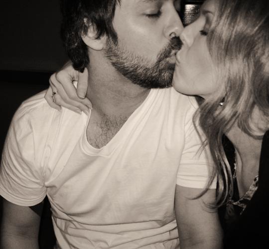 kissing-drunk-smashed-faces