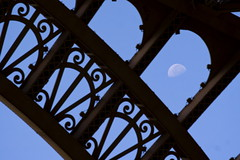 Paris - Tour Eiffel (bibendum84) Tags: moon paris silhouette lune eiffeltower eiffel luna toureiffel torreeiffel prada alessandro parigi