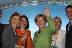 Merkel_Hannover_20090910_0347 (CDU in Niedersachsen) Tags: bundestagswahl cdu hannover kundgebung niedersachsen angelamerkel ursulavonderleyen ritapawelski mariaflachsbarth davidmcallister