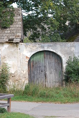 Tor (vulkantanz) Tags: wood old house wooden sterreich gate alt haus tor holz waldviertel hlzern exposedtotheelements witterung