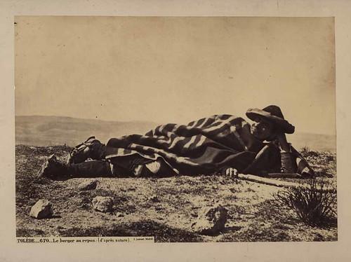 Campesino descansando en Toledo hacia 1860. Foto Jean Laurent