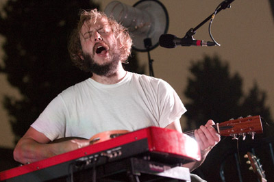 bon_iver-hollywood_forever_cemetery1