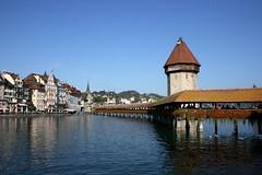 Kapellbrcke Luzern (ahdigital) Tags: geotagged schweiz switzerland suisse luzern lucerne kapellbrcke reuss holzbrcke