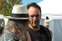 Dave Matthews Chats with Neil Young - Farm Aid 2009 (Crumblin Down) Tags: pictures blue red black saint st rock dave john louis photo concert media pix guitar farm stage young band neil nelson mo jeans aid missouri singer roll benefit vest willie cougar 2009 matthews songwriter mellencamp