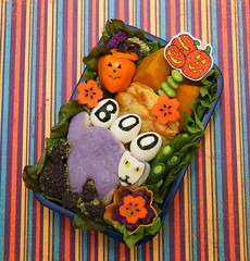 spooky cat onigiri bento (gamene) Tags: pepper egg salmon broccoli onigiri carrot wasabi edamame snowpeas kabocha quailegg pajun purplebroccoli fishjun