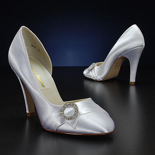Bridal shoes from Colorful Creations closed.