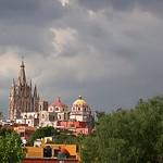 San Miguel de Allende: Parroquia en día nublado