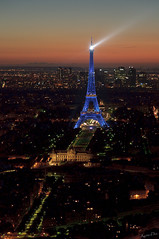 La Tour Eiffel aux couleurs de l'Europe (KaourDen) Tags: blue paris france tower nikon europe ledefrance tour eiffel bleu bleue d300
