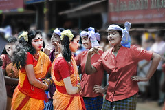 Cinema Paradiso de Kerala ! (Anoop Negi) Tags: world carnival girls portrait india color colour festival photography for photo media place image photos delhi indian bangalore creative culture shy kerala images best parade po tradition mumbai cochin anoop carneval journalism ernakulam negi demure photosof tripunithra ezee123 bestphotographer imagesof anoopnegi attachamyam womenactingpricey jjournalism