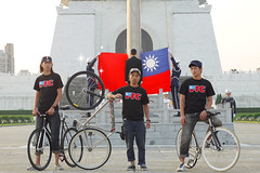 FTC for Taiwan/003 (nabiis) Tags: sanfrancisco bike hawk flag ken taiwan fixed fixie fixedgear taipei tee 2009 ftc nabiis fhai