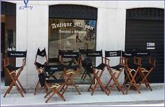 zwischen zwei Stühlen... (AnnaGio*) Tags: cinema hanging attesa soave yourcountry