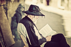 Siracusa - The man who read (Manlio Castagna) Tags: man texture hat vintage book dof bokeh perspective libro read hdr manlio leggere texturized tonemapped tonemap manliocastagna manliok