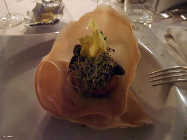 Tatin de royal gala et foie gras de canard poêlé aux quatre épices, réduction de Porto rouge