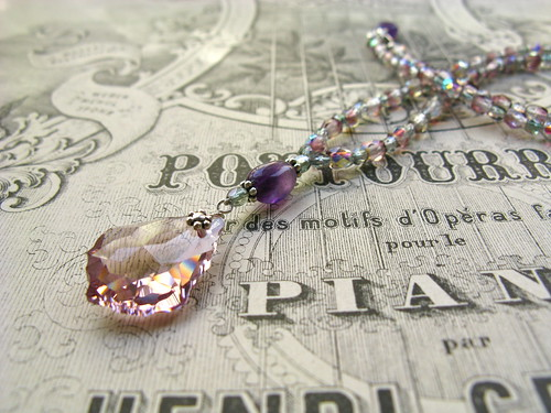 Baroque necklace in light amethyst