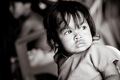 Guarani child (Xavier Donat) Tags: brazil portrait people bw face brasil riodejaneiro children 50mm eyes child retrato culture photojournalism social pb indians enfants slideshow tradition tribe ethnic crianas enfant indien niteroi indigenous visage regard aldeia indgena camboinhas tribu fotojornalismo povo guarani indiens guaranis etnia photogtaphy ethnie xdnt tekomboyty