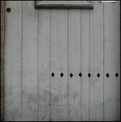 little paper (l'homme de l'autre rive) Tags: door grey gris porte papier serrure