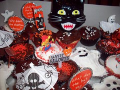 Halloween cupcakes (legogrrl4) Tags: decorations white halloween cake cat cupcakes chocolate sprinkles ghosts monsters frosting