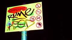 RUME (twinlupo) Tags: road playing berlin germany nightshot flash ground graffity schild tek tak rume