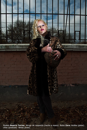 La mujer del abrigo hecho a mano / The woman with the handmade coat