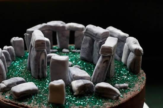05_stonehenge-cake5