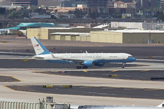 Air Force Two - holding for departure (rob-the-org) Tags: iso100 noflash 300mm cropped boeing f11 250 757 phx c32 phoenixaz airforcetwo kphx 1200sec skyharborinternational 89thairliftwing jfbandrews sn90003 nastyheathazeformarch