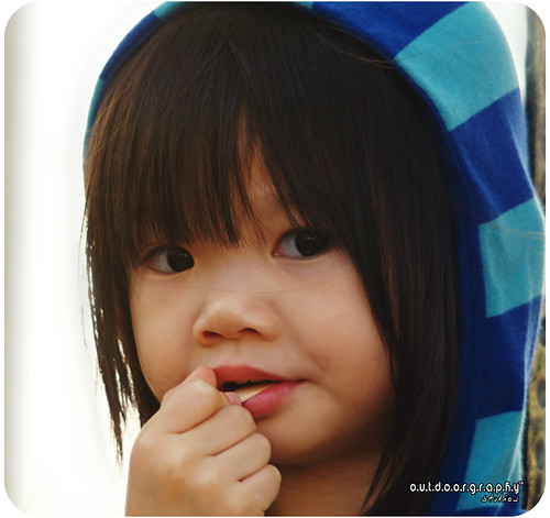 Cute Girl eating Ice Cream (by Sir Mart Outdoorgraphy™)