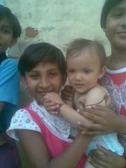 June 2009 (sarahamina) Tags: baby india girl kid chica dorf village child pueblo kind dev bebe nina indien mdchen ragazza singh bambina haryana sugling karnal devraj villagio sarahamina