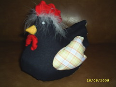 preta frente (GURIA ARTEIRA!) Tags: galinha artesanato saco tecido puxa