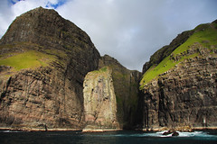 Vestmanna bird cliffs (Gareth Codd Photography) Tags: sea cliff mountain bird grass canon faroeislands northatlantic faroes birdcliffs vestmann 40d canon40d