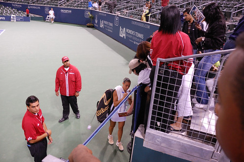 Vera Zvonareva - Flavia Pennetta signed for audience after wining the match
