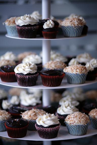 coco cake wedding cupcakes