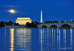 Hunters Moon -Washington DC (dyoshida) Tags: bridge usa moon monument night reflections dc washington nikon fullmoon nationalmall lincolnmemorial potomac bluehour washingtonmonument harvestmoon memorialbridge d300 huntersmoon 5photosaday dyoshida