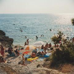 Spiaggia (Sartori Simone) Tags: sea people beach strand geotagged lomo europa europe mare gente persone lubitel2 lubitel croazia spiaggia medulin istria hrvatska istra premantura allrightsreserved simonesartori medolino 2 plovanije