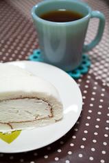 almost white. (Piro*) Tags: cake fujiya fireking  turquoiseblue dhandlemug
