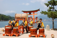 """Floating"" torii and Japanese drum performance (Lillakanarie) Tags: japan itsukushima setonaikai hirosima d40 religiousicongrpshinto"