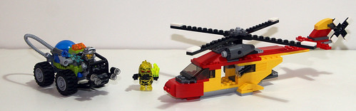 2010 LEGO - Power Miners 8188 Fire Blaster + Creator 5866 Rotor Rescue
