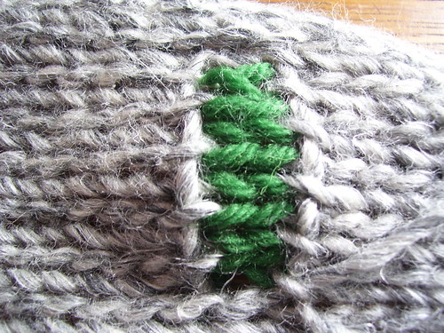 Thread yarn through stitches