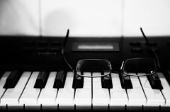 desktop wallpaper glass germany print glasses evening keyboard key dof bokeh finger piano down heidelberg upside
