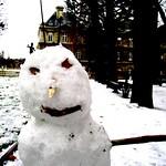 Un bonhommede neige au Luxembourg thumbnail