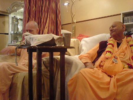 H H Krishna Das Swami -0012 por ISKCON desire tree.