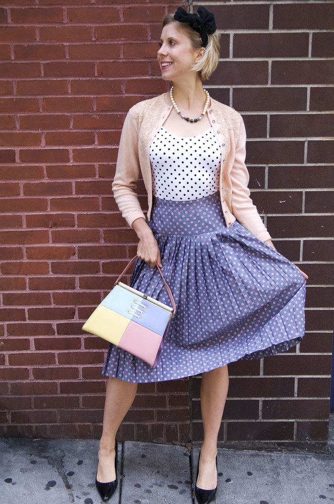 womens vintage fashion outfit 1950s