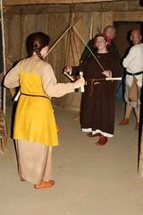 Hallveig und Raphi beim x im Haus des Tuchhändlers in Haithabu - Museumsfreifläche Wikinger Museum Haithabu 05-07-20099