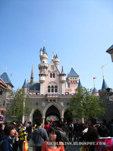 sleeping beauty castle in hong kong disneyland