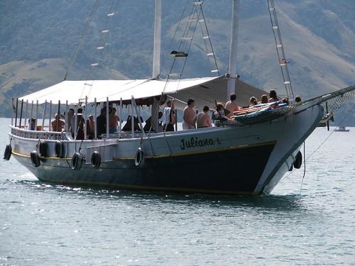 schooner arrives Japariz