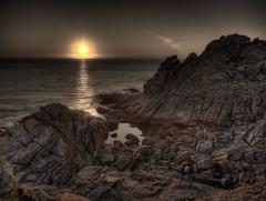 glup! (Isidr Cea) Tags: sea espaa sun sol mar spain dusk stones galicia galiza hdr rocas solpor portodoson baroa olympuse520 anocheceer rseptiemtr