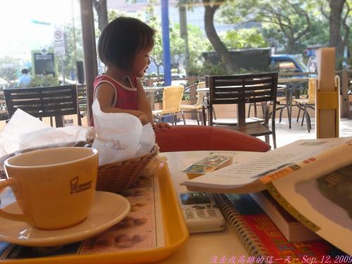 你拍攝的 1吃早餐玩樂的孩子。
