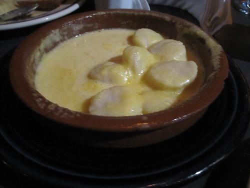 Scallops in a creamy saffron sauce